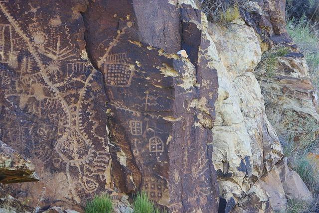 Petroglyphs Utah road trip