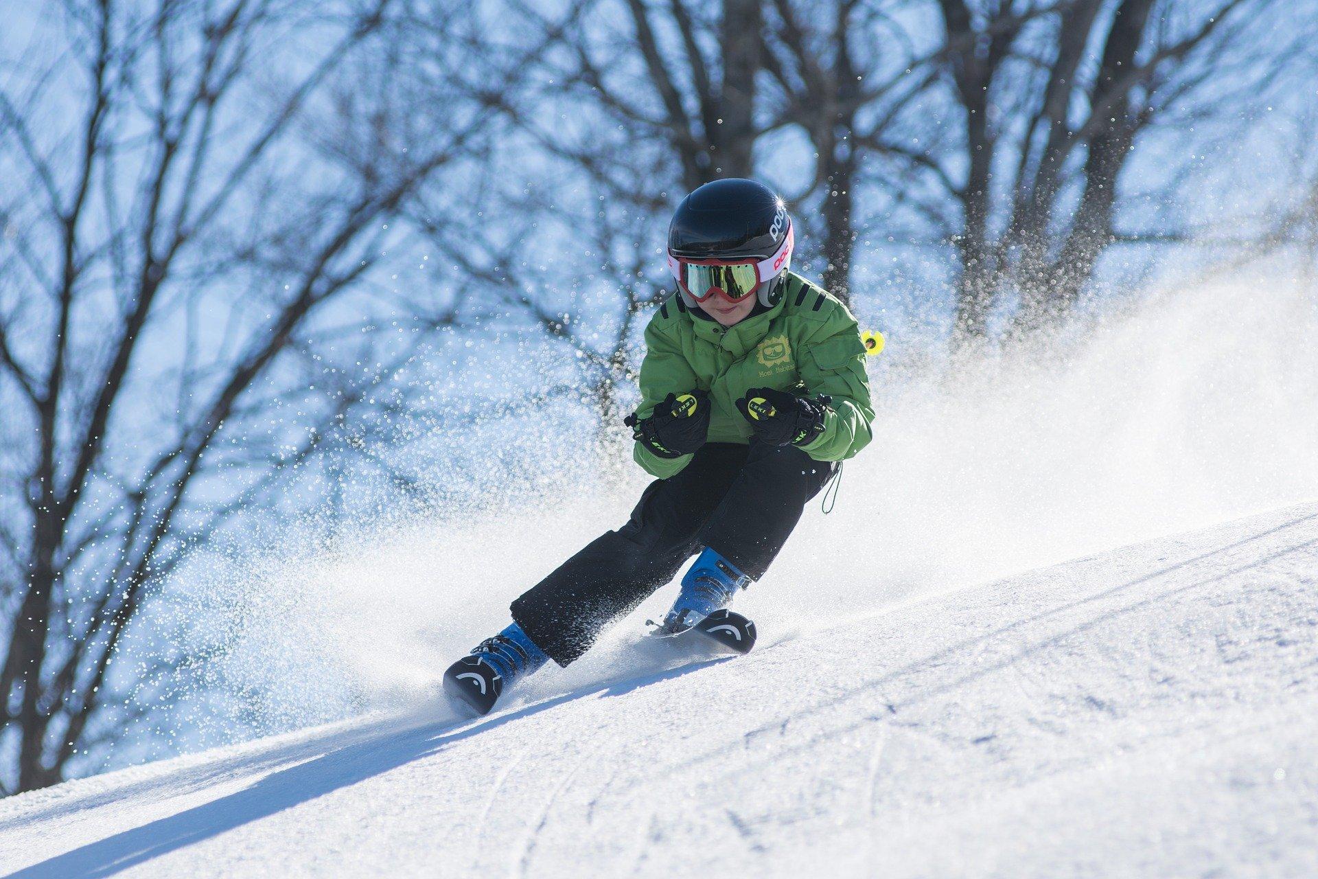 skiing winter sports pixabay