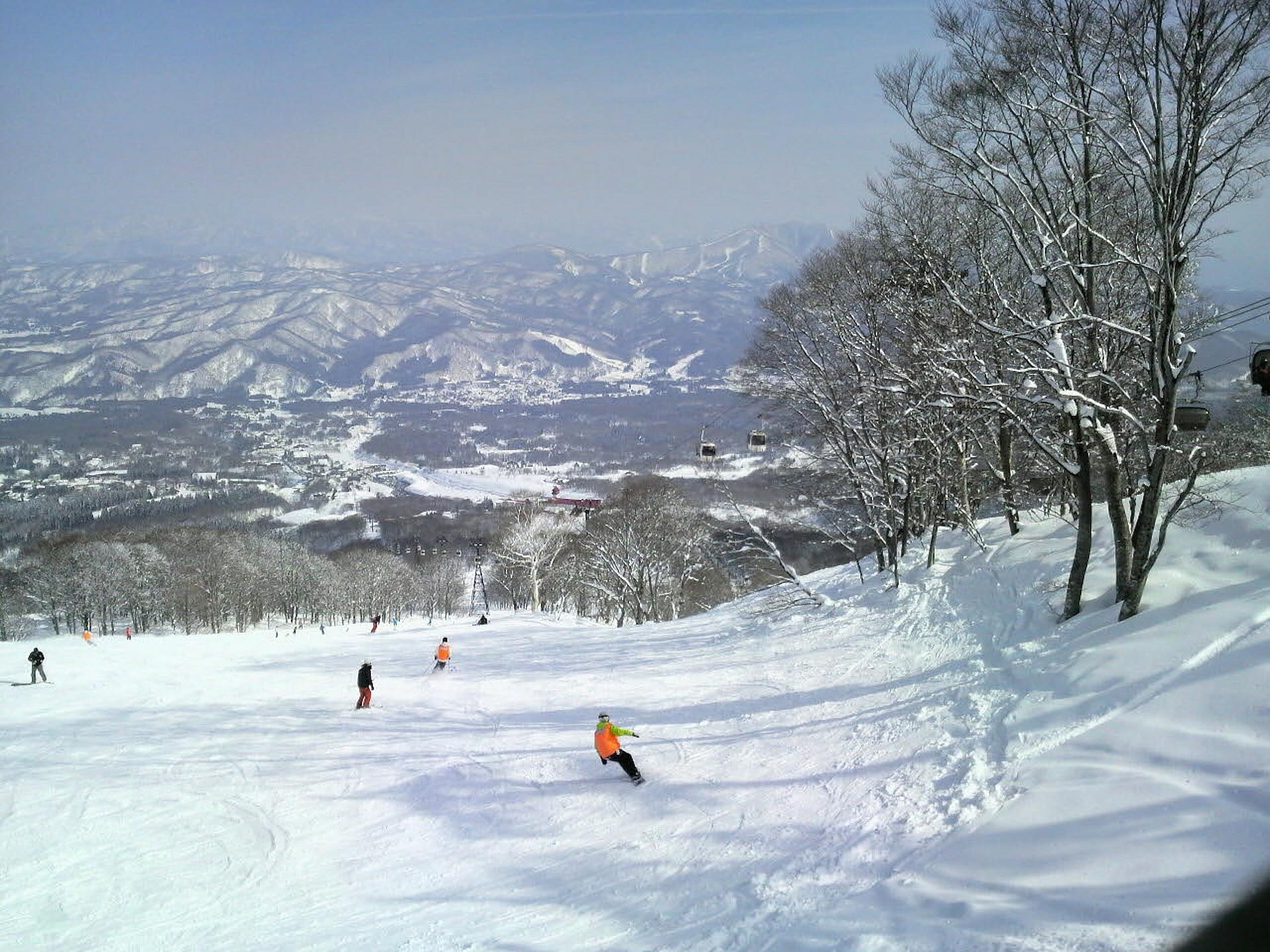 ski skiing japan mountains pixabay