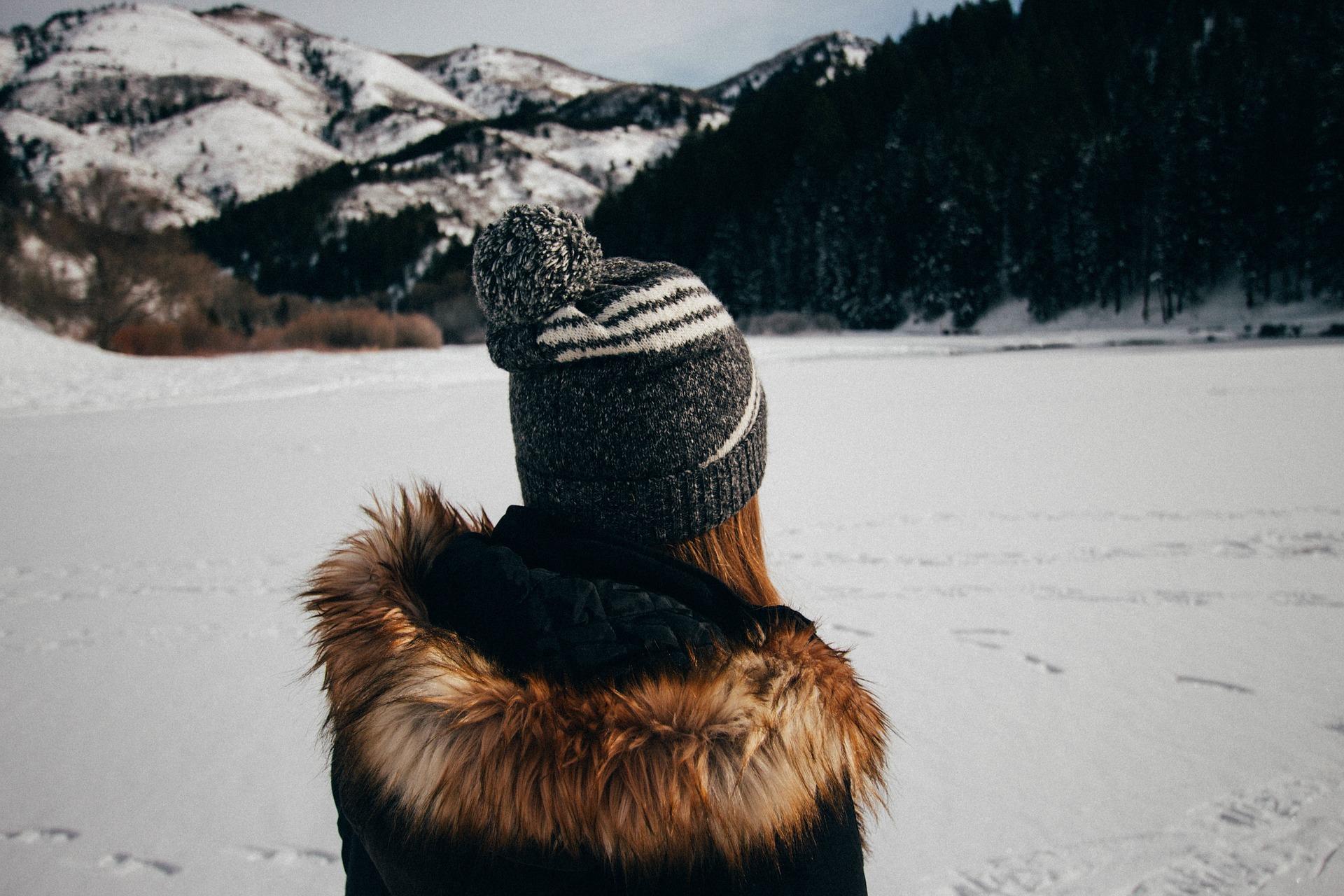 winter hat snow pixabay