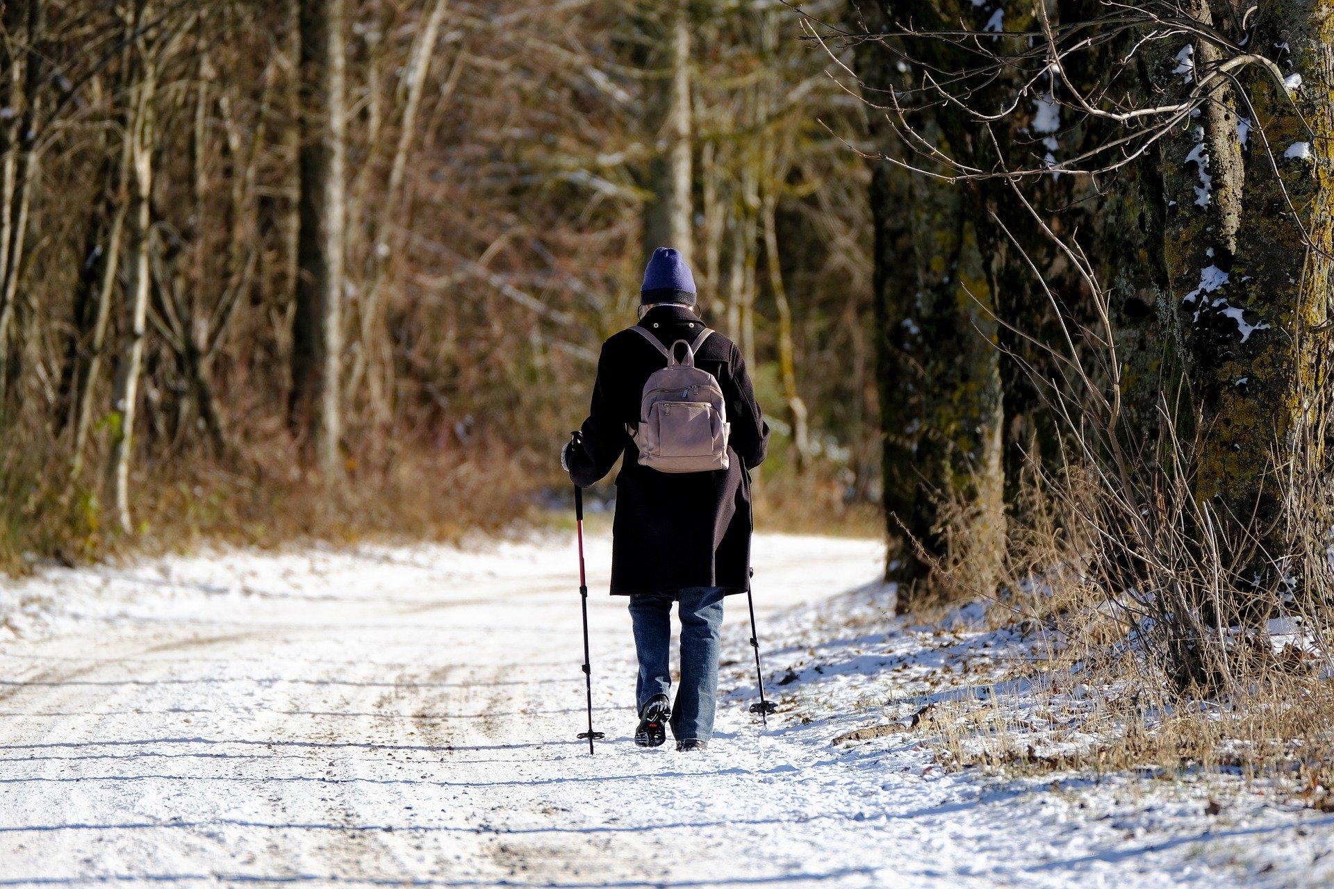 winter hike pixabay