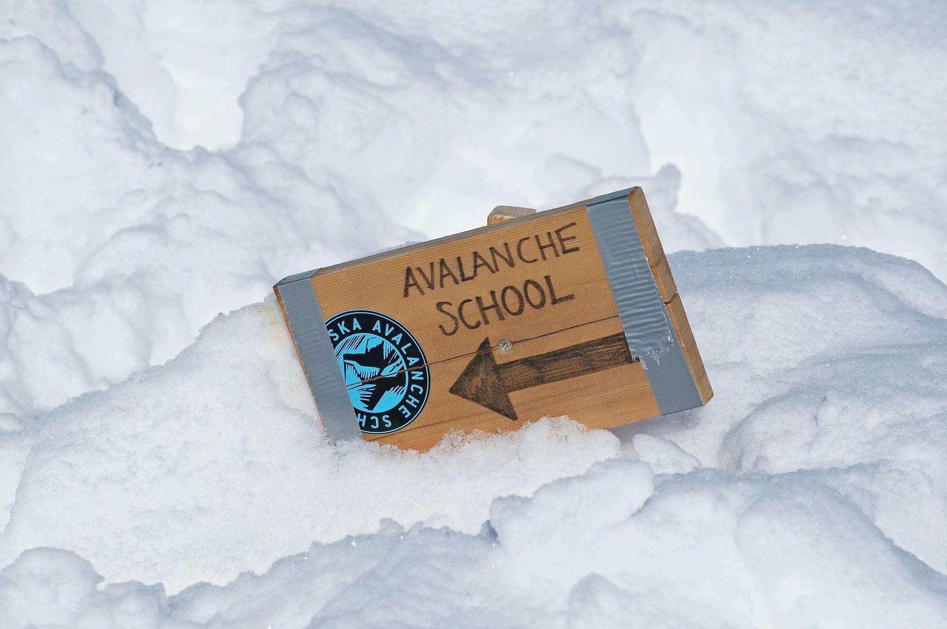 avalanche school snow pixabay