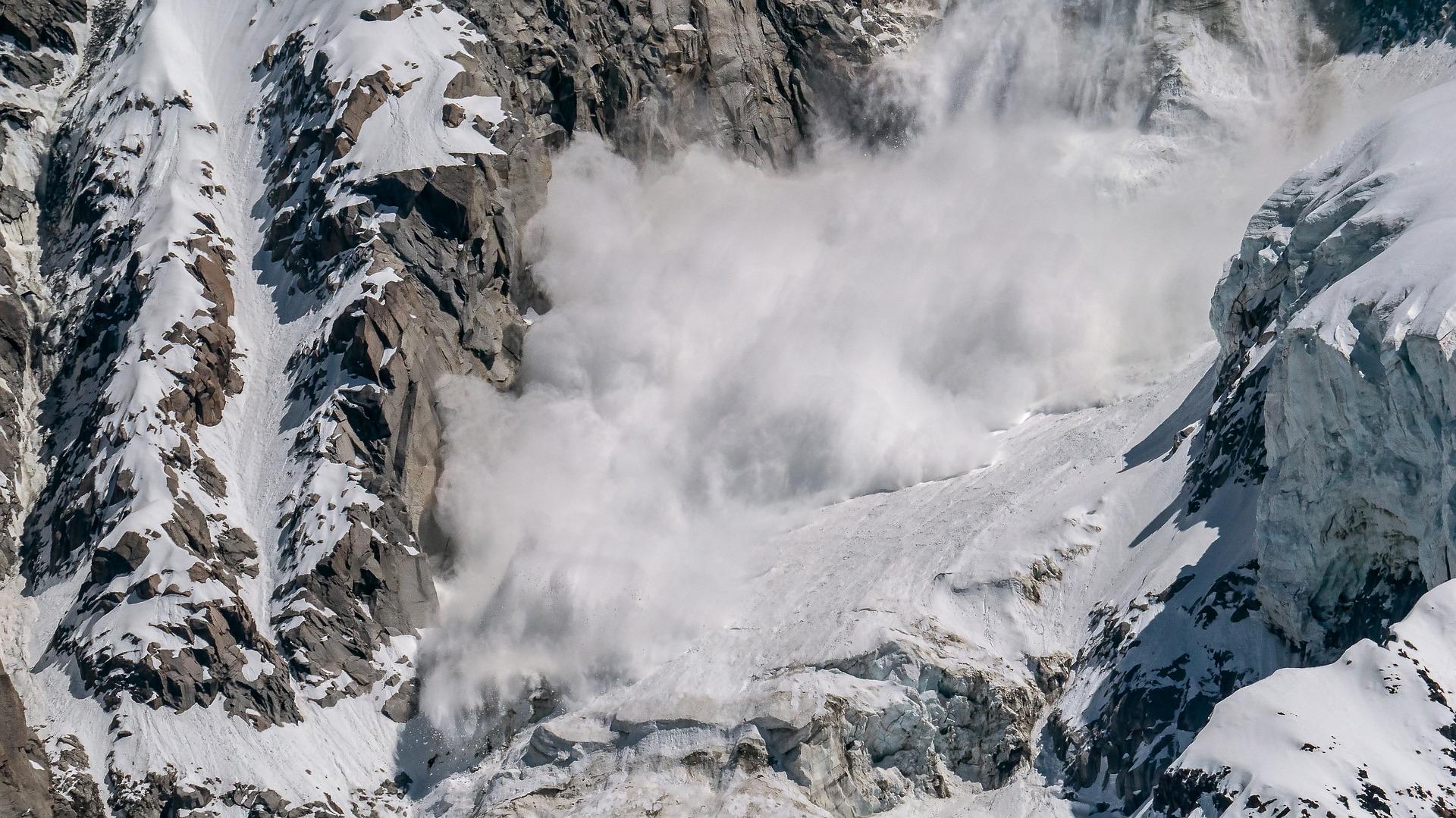 avalanche mountain snow pixabay