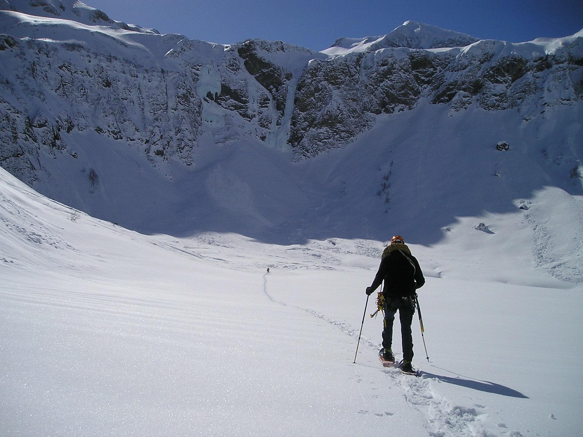 snowshoeing mountain snow pixabay
